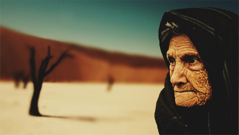 old-woman-desert-old-age-bedouin-40509