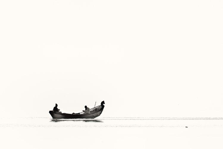 adventure-black-and-white-boat-910213