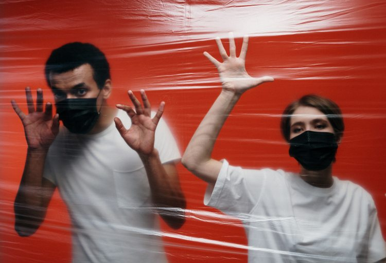 couple-in-quarantine-3952198